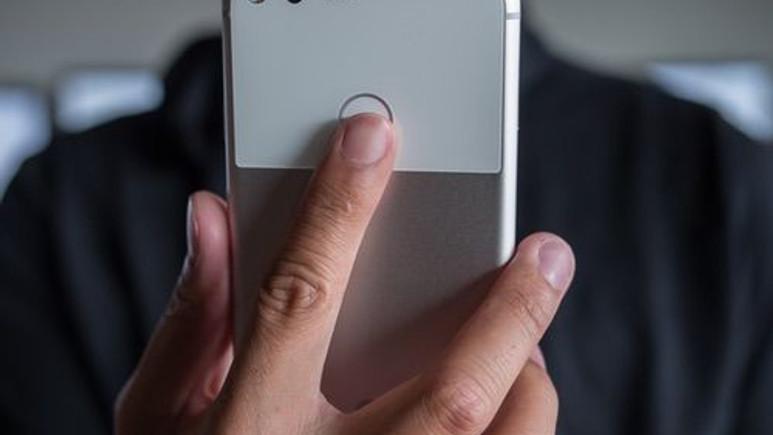 Google Pixel 2, kavisli ekran ile mi gelecek?