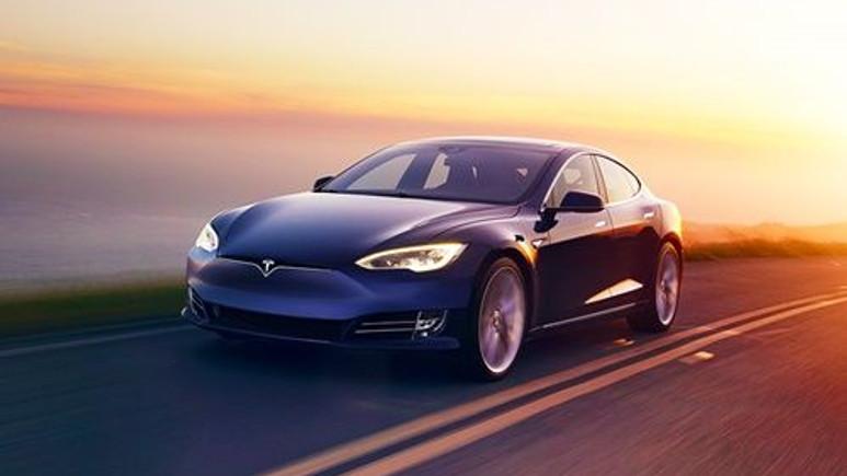Tesla şarj istasyonlarını rekreasyon alanlarına çevirecek!