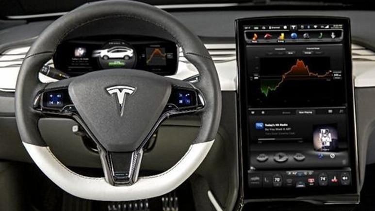 Tesla, Autopilot 8.0 güncellemesi ile daha yetenekli