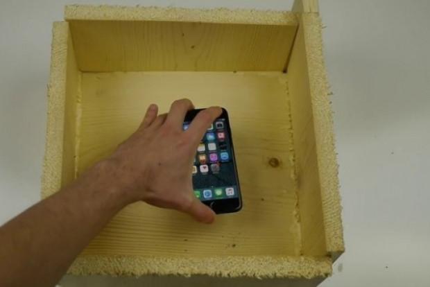 Kırmızı iPhone 7'ye uygulanan sıra dışı dayanıklılık testi - Page 1