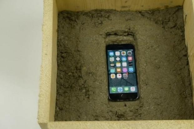 Kırmızı iPhone 7'ye uygulanan sıra dışı dayanıklılık testi - Page 2