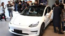Tesla'nın Çin'de ürettiği ilk otomobilleri üretim bandından çıktı!