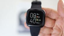 Akıllı saatin babası Fitbit Versa 2 kutudan çıkıyor (video)