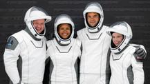 SpaceX ilk turistik uzay yolcuğuna başlıyor