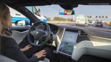 Tesla otomobilin otopilotu kaza anında ne yaptı? (Video)