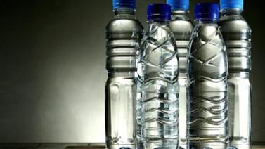 Plastik şişe ve telefonla öyle bir şey yaptı ki