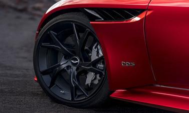 Aston Martin'den yeni asfalt canavarı!