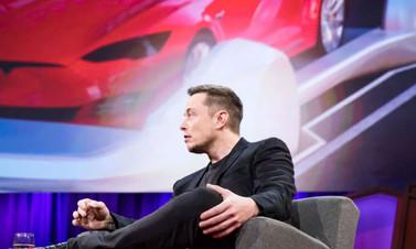 Elon Musk Tesla'dan istifa etti