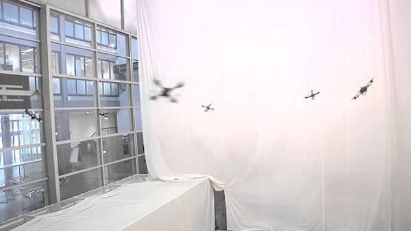 Uçan robotların dansı