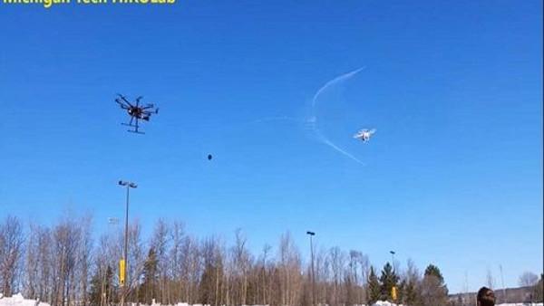 İzinsiz Uçan Drone'ları Ağ Atarak Yakalayan Drone