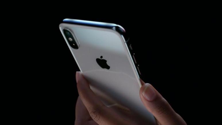 Apple 1 trilyon dolara koşuyor