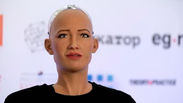 İlk vatandaş robot Sophia ülkemize geliyor!