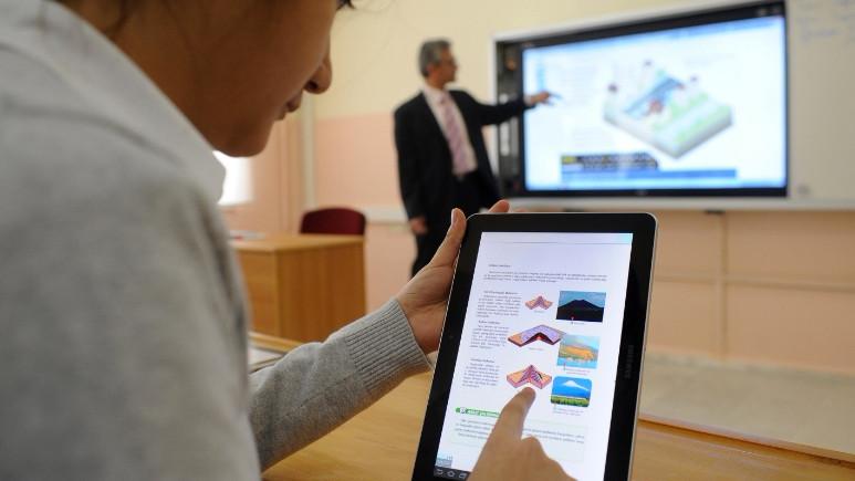 Öğrencilere tablet yerine bilgisayar dağıtılacak
