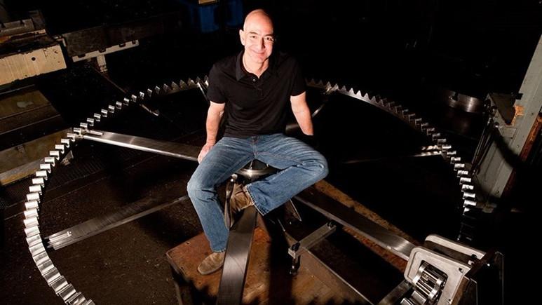 Jeff Bezos'tan 10 bin yıl çalışacak saat!