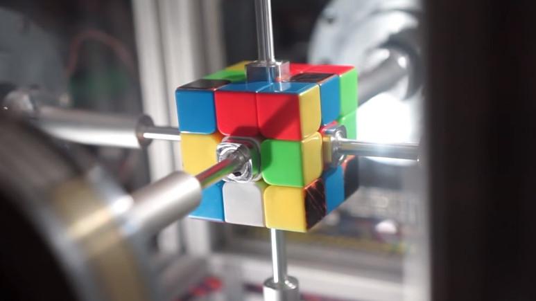 Rubik küpü robot tarafından 0.38 saniyede çözüldü! (Video)