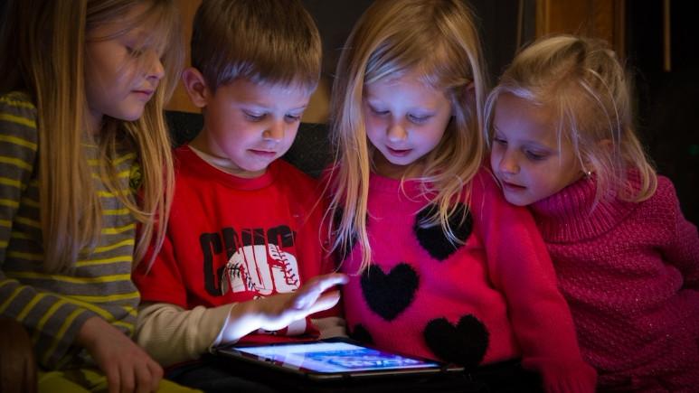 YouTube algoritması ile çocukların psikolojisini bozuyor