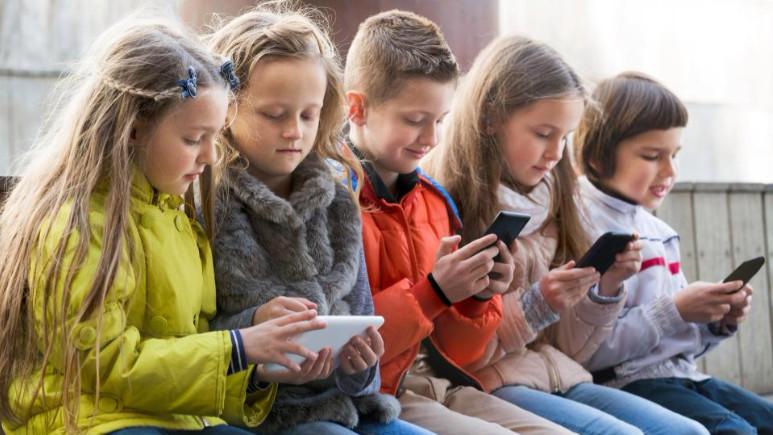 Binlerce Android uygulaması çocukları izliyor!