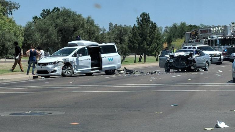 Google'ın otonom aracı kazaya karıştı