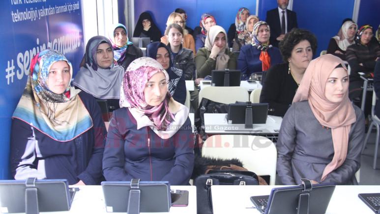 Türk Telekom Gezici Eğitim Tırı İstanbul'a geldi!