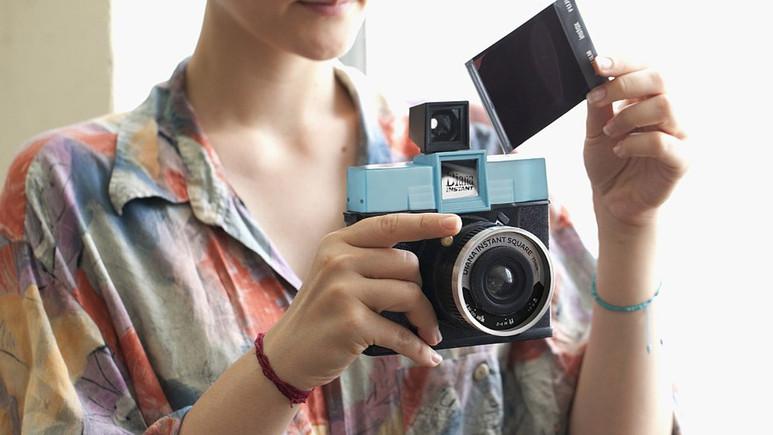 Değiştirilebilir objektifli Instax kamera: Diana Instant Square