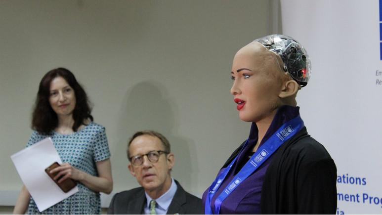 Robot Sophia Gürcistan yollarında!