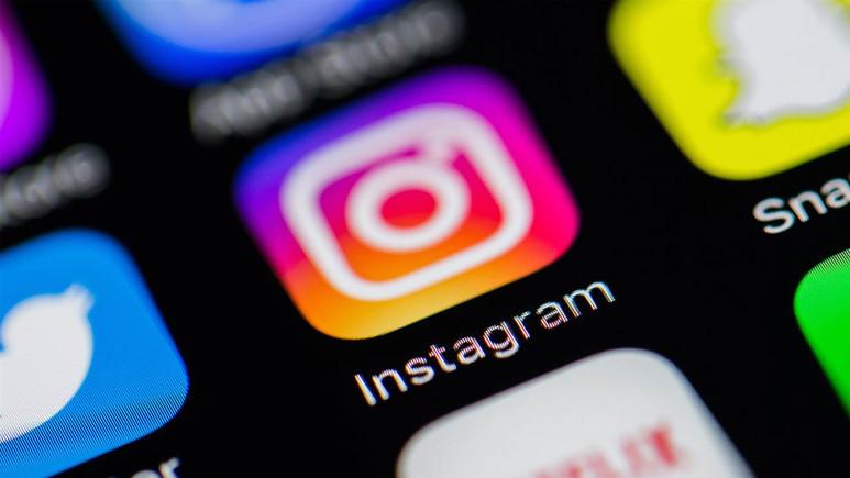 Polaroid fotoğraftan sosyal ağa