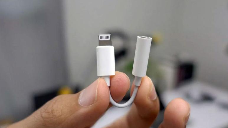 Lightning – 3,5 mm dönüştürücü iPhone kutusundan çıkmayacak!
