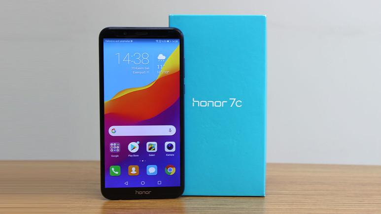 Uygun fiyatlı dev ekranlı telefon Honor 7c inceledik (Video)
