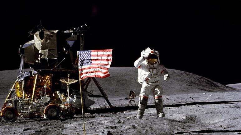 NASA Ay kargolarını özel şirketlere taşıttıracak