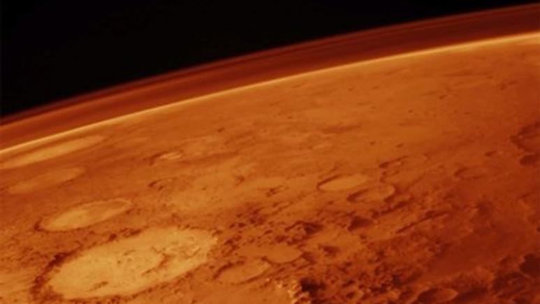 Mars'ta dev bir delik var ve bilim adamları nedenini bulamıyor