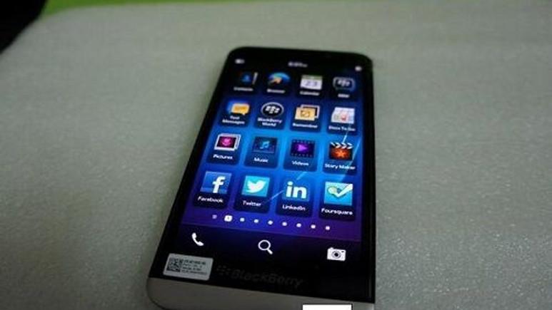 BlackBerry Z30 videoda kendini kendi gösterdi