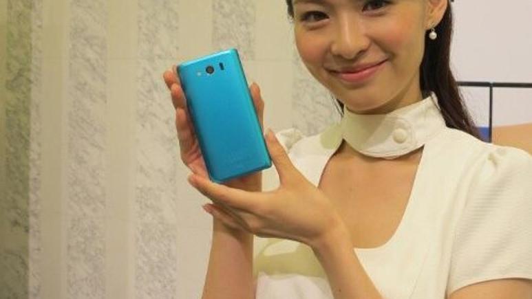 Dünyanın en ince telefonu Sharp'tan!