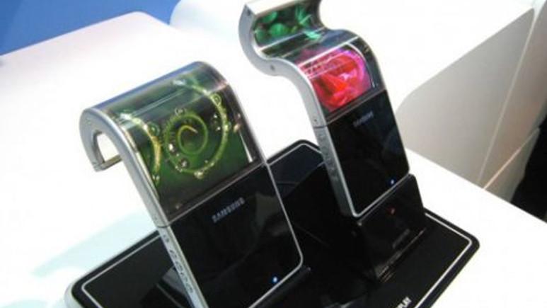 Esnek ekranlı Samsung telefon bu hafta geliyor!
