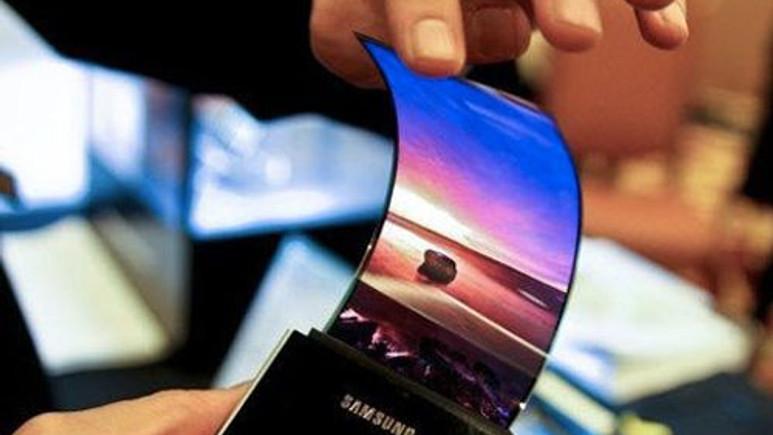 Samsung'un kıvrılabilir ekranından yeni görüntüler var