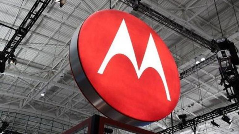 Motorola dev ekranlı bir telefon üzerinde çalışıyor