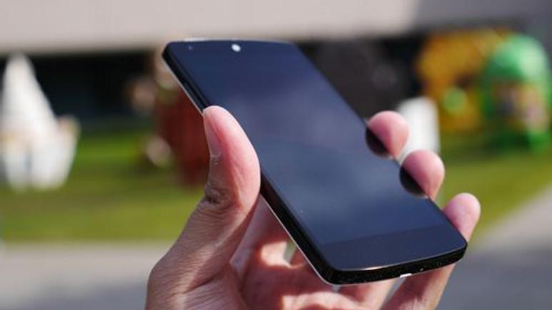 Nexus 5 düşürme testi! (Video)