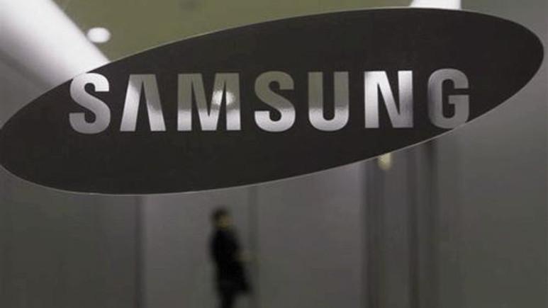 Samsung, ikiye katlanabilen cep telefonlarını gösterdi!