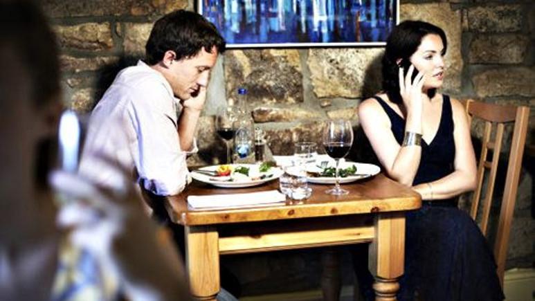 Bu restoranda telefonunu kapatana %50 indirim var!