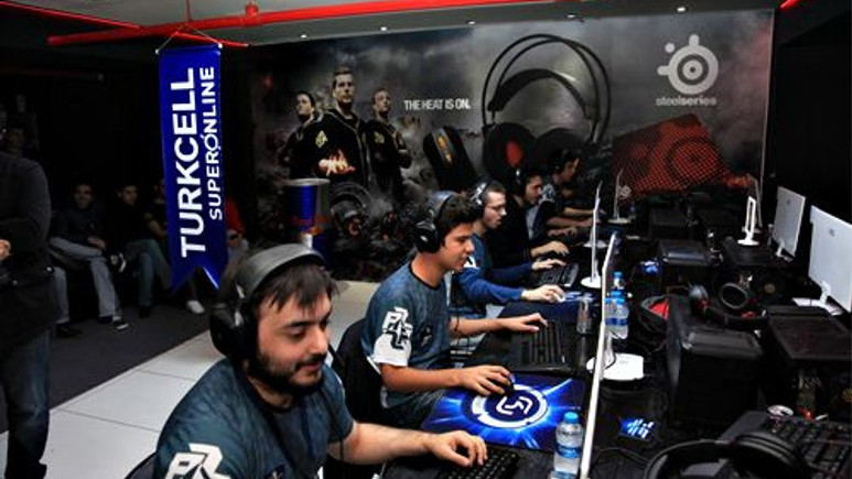 Türkiye'nin en büyük çevirimiçi oyun turnuvası Point Blank bitti!