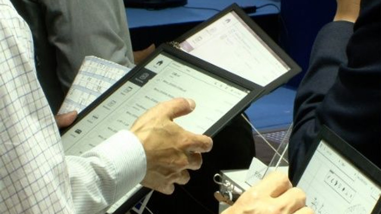 Sony'den 13 inç'lik 'Digital kağıt' geliyor!
