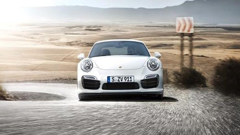 Porsche 2015 model 911 Turbo S modelini tanıttı