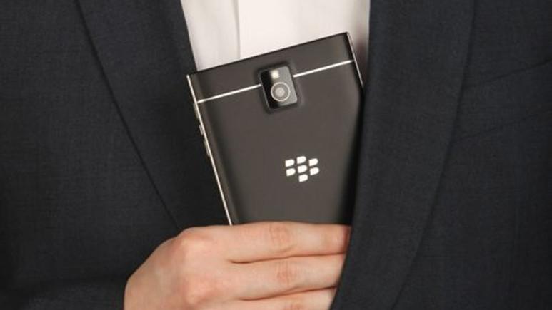 BlackBerry'nin benzersiz telefonu BlackBerry Passport yine görüntülendi