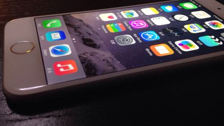 Apple iPhone 6 Plus eğiliyor