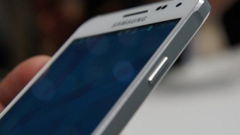 Samsung'dan uygun fiyatlı phablet akıllı telefon geliyor