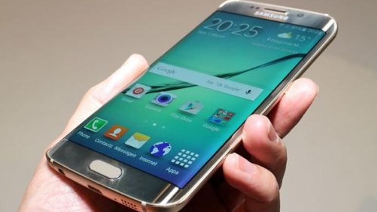 Samsung, Galaxy S6 Edge'in kavisli ekran üretiminde sorunlar yaşıyor!