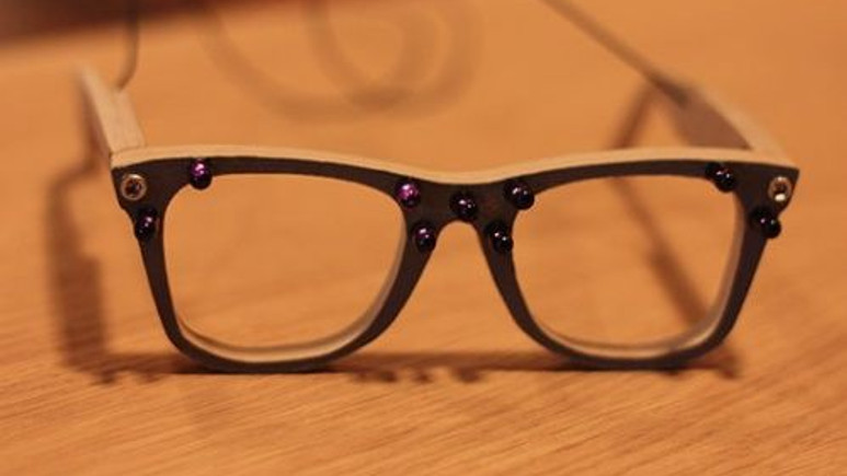Bu gözlük yüz tanıma sistemlerini kandırabiliyor!