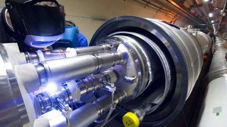 Cern'in Hadron çarpıştırıcı kısa devre yaptı!