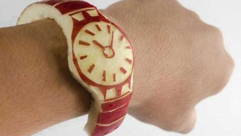 Vine fenomenlerinden Apple Watch'a elmalı gönderme! [Video]