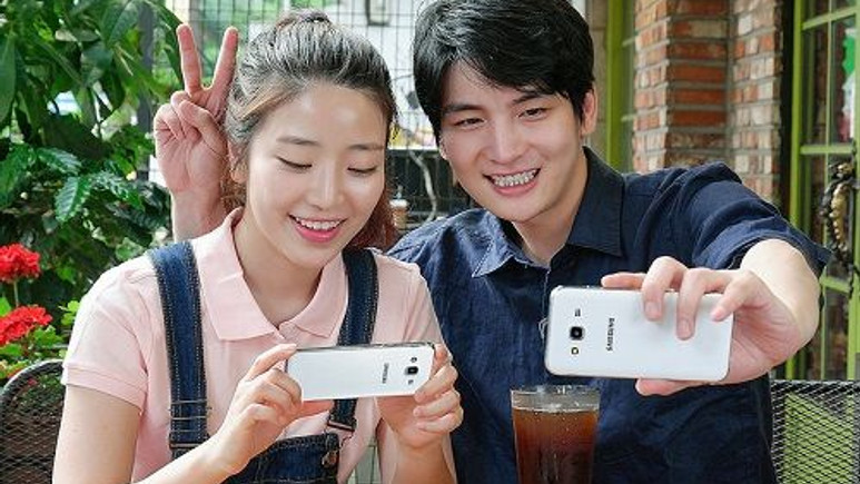 Selfie odaklı Galaxy J5 satışa çıktı