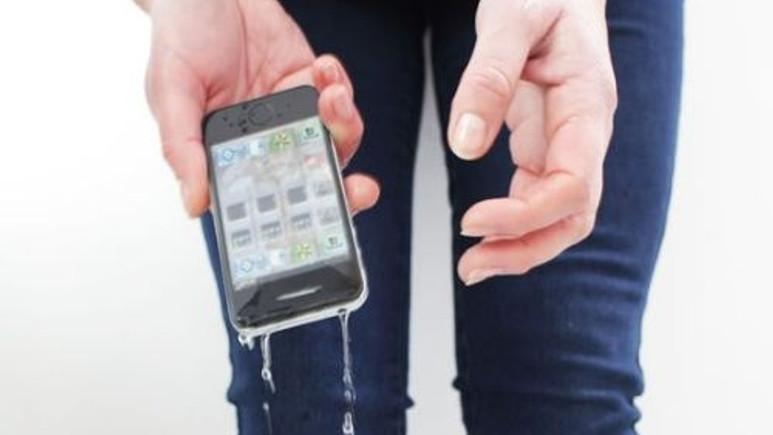 Akıllı telefonlarınızı su geçirmez hale getiren sprey! Video